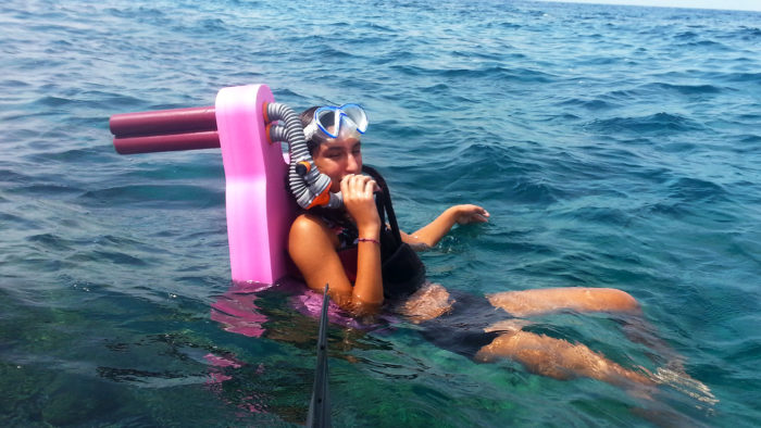 main pic of - Resting in a vertical position with snorkelin